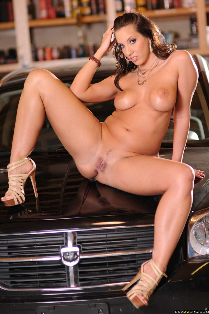 kelly divine now